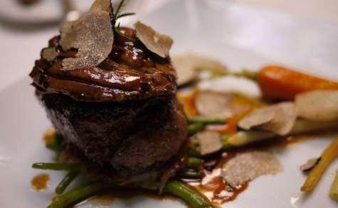 Tournedos à la Rossini, foie gras, truffe, sauce au vin blanc