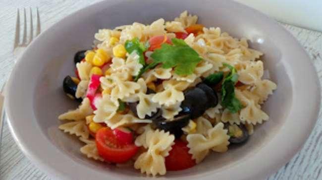 salade de p 226 tes aux olives tomates ma 239 s radis par my culinary curriculum