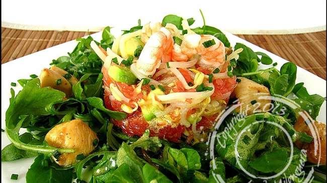 salade de poulet marin crevettes et pamplemousse de cyril lignac par ladymilonguera. Black Bedroom Furniture Sets. Home Design Ideas