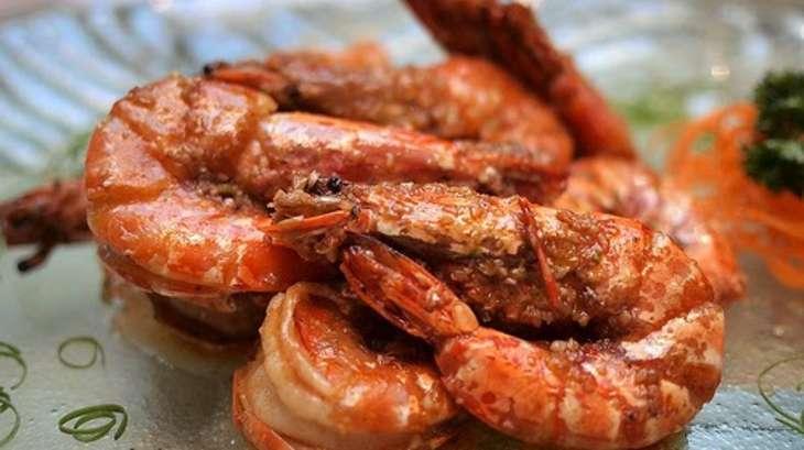 Crevettes au barbecue la plancha en marinade ail citron coriandre recette par streetfood - Chipirons a la plancha ...