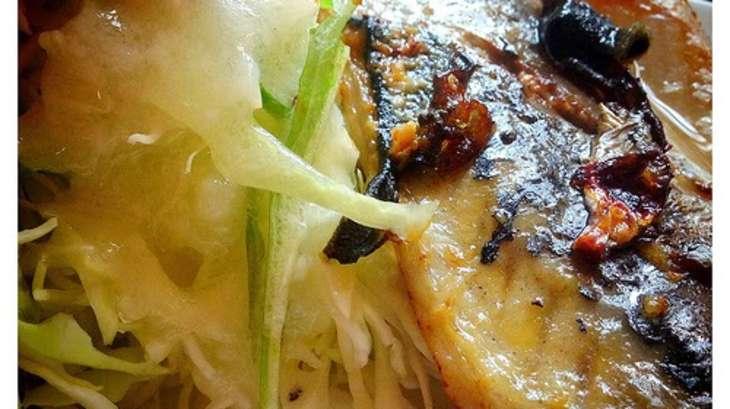 Maquereaux en gratin, au beurre, champignons et oignons