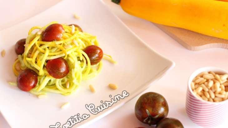 spaghetti de courgette jaune sauce avocat et citron vert - recette