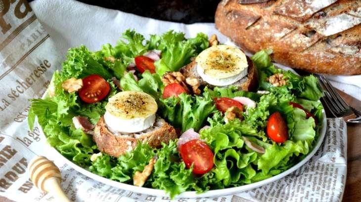 salade de ch vre chaud et sa sauce pic e recette par del 39 s cooking twist. Black Bedroom Furniture Sets. Home Design Ideas