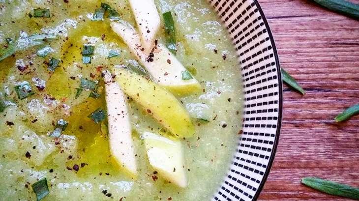 Soupe froide de concombres, pommes et wasabi