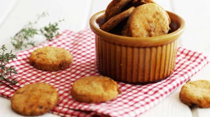Crackers au paprika, tomates séchées et thym