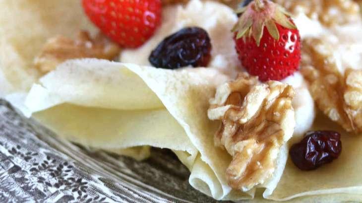 Crêpes à la ricotta, fruits secs et sirop d'érable