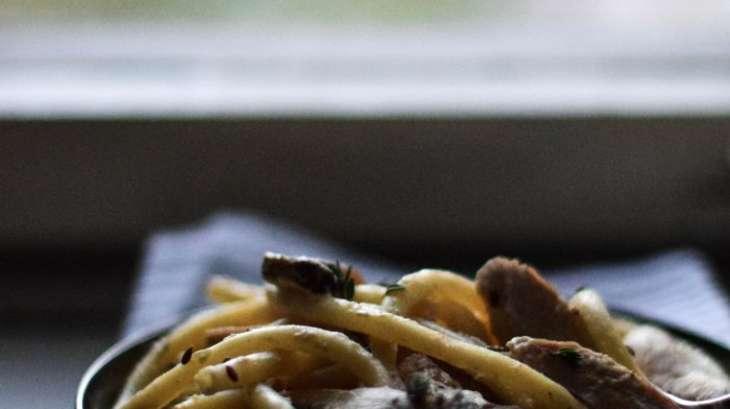Macaronis crémeux à la dinde, pleurotes et thym