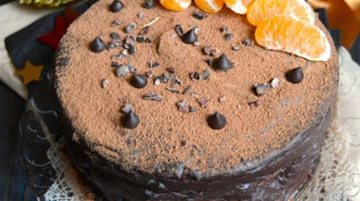 Layer cake au chocolat corsé, orange, épices et kaki