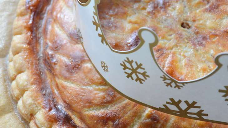 Galette des rois crème d'amande et noisette à la fève Tonka, poire et chocolat