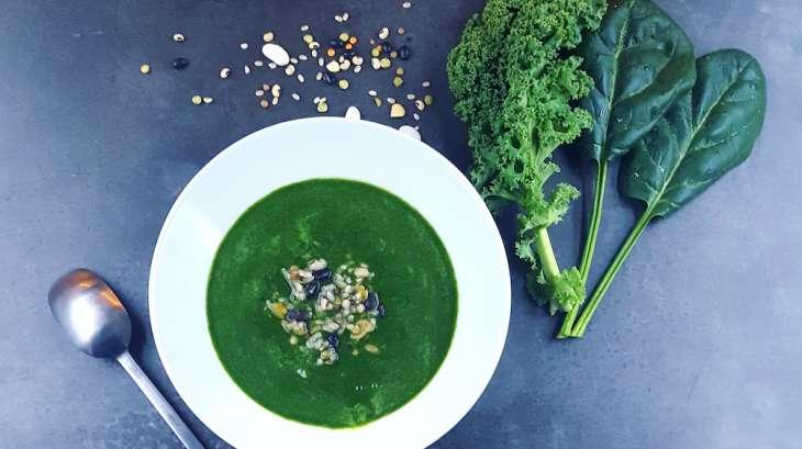 soupe detox au chou kale et aux pinards frais recette par la cerise sur lemaillot. Black Bedroom Furniture Sets. Home Design Ideas