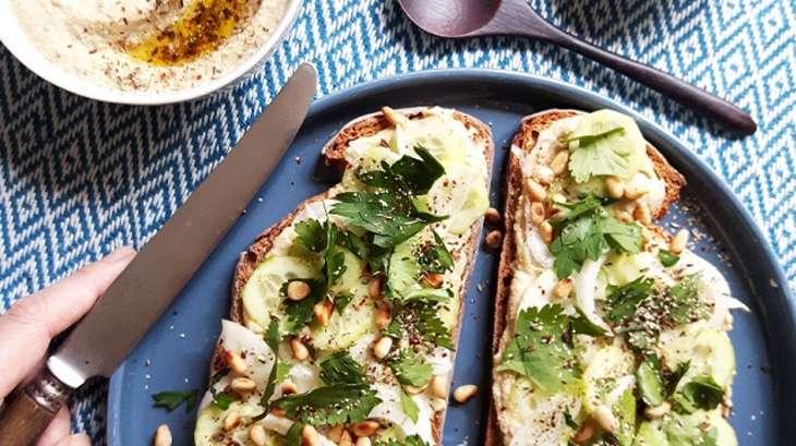 Houmous toast, jalapenos vert, thym et sumac