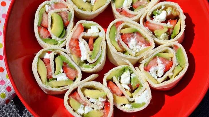 Wraps à l\u0027avocat, fraises et feta