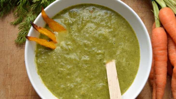 soupe de fanes de carottes au ras-el-hanout. une soupe anti-gaspi