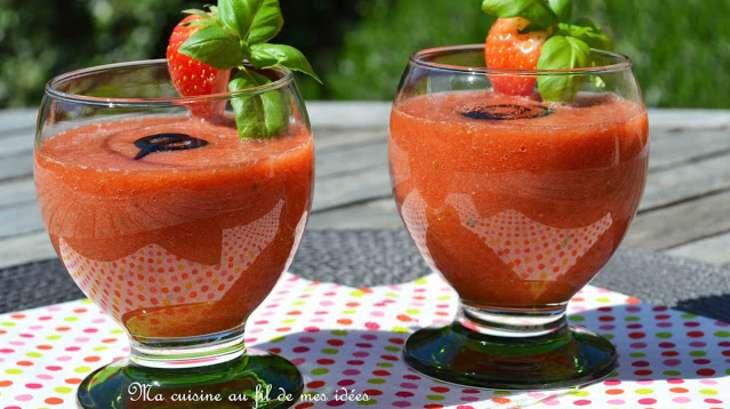 Gaspacho aux fraises, tomates et basilic