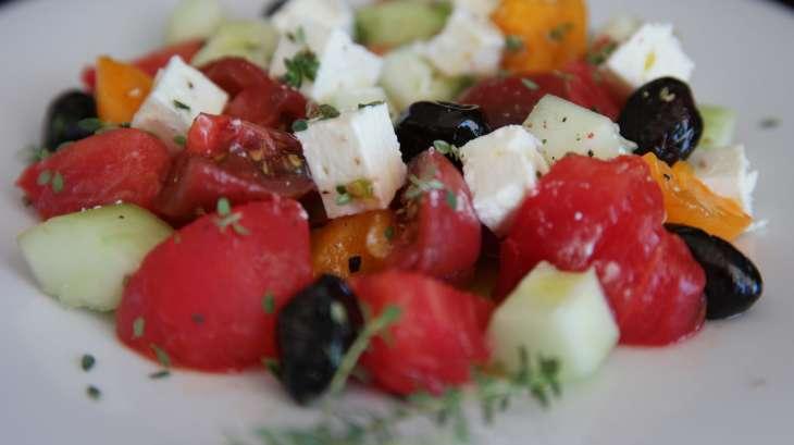 Salade grecque facile, tomate, concombre et feta