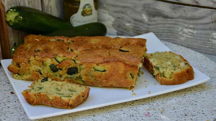 Cake aux courgettes, pesto, chèvre