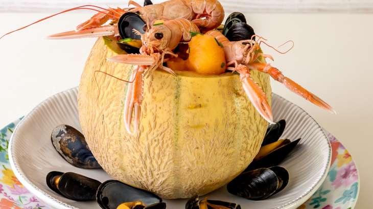 Melon en coque aux langoustines et aux moules
