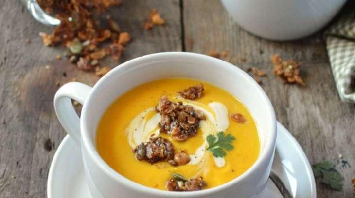 Velouté de butternut et granola à la cacahuète