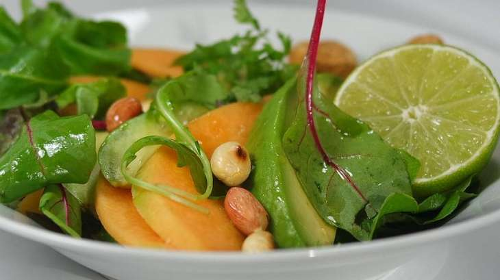 salade de melon avocat et cacahu tes grill es recette par court bouillon. Black Bedroom Furniture Sets. Home Design Ideas