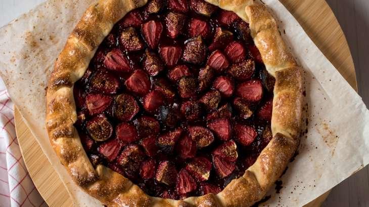 Tarte rustique aux figues et fraises