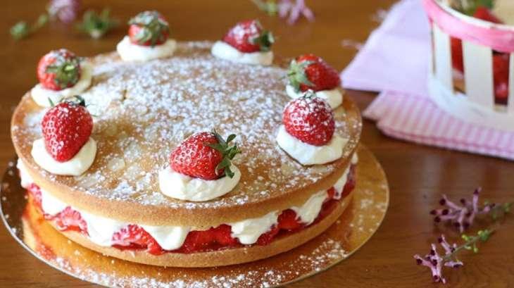 Victoria sponge cake aux fraises