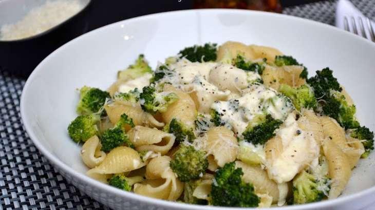 Pâtes conchiglie aux brocolis et anchois, sauce au pecorino