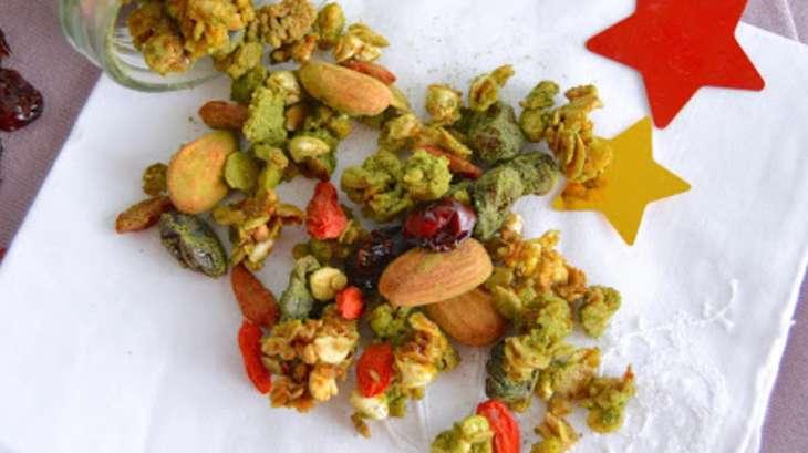 Granola de Noël au sarrasin soufflé, matcha, goji et cranberries