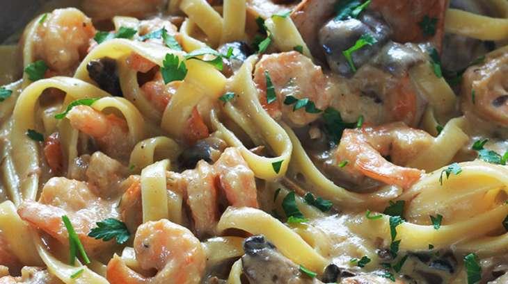 Pâtes sauce aux crevettes et champignons, plat rapide