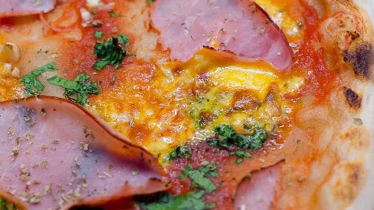 Pizza à la persillade, au cheddar et au jambon