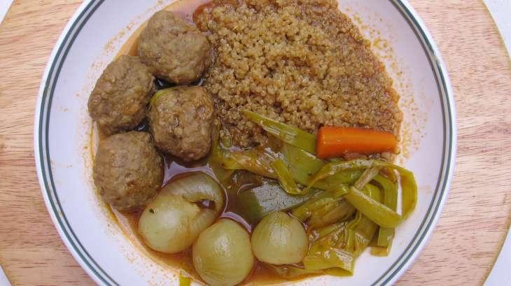 Bouillon aux boulettes de viande et épices