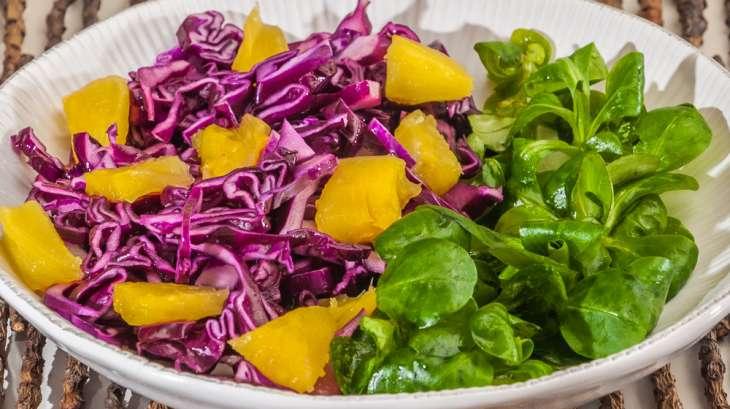 Salade de chou rouge à l'ananas