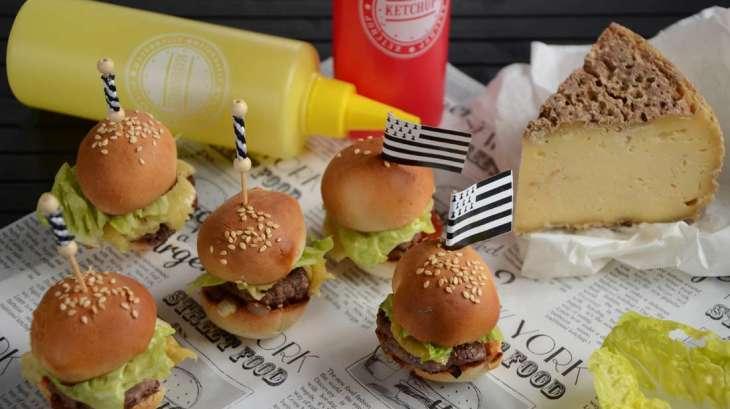 Mini burgers à la Tome de Rhuys aux oignons de Roscoff