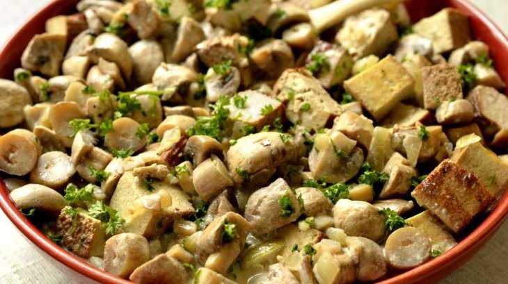 Tofu fumé et champignons sauce moutarde