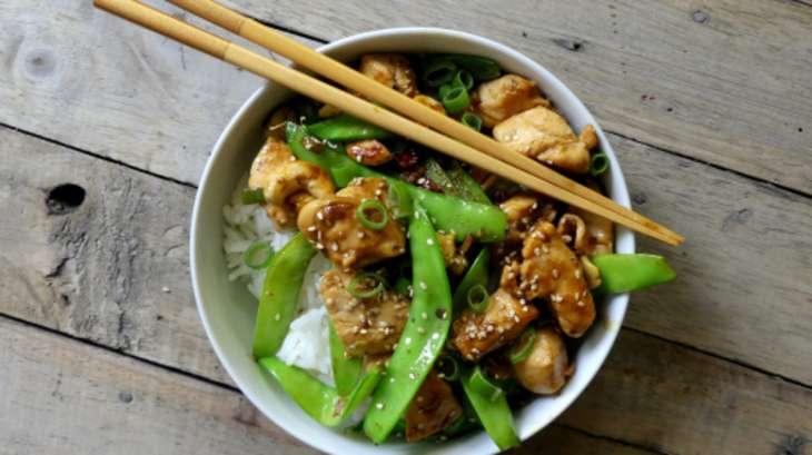 Sauté de poulet et pois mange-tout