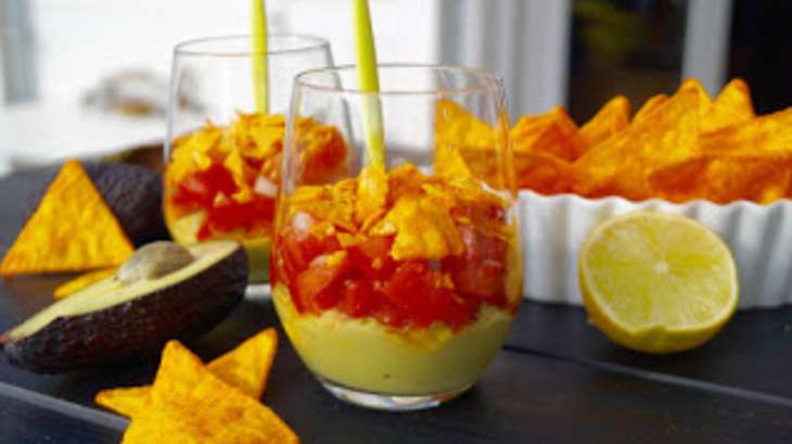 Verrines avocat tomate et tortillas chips