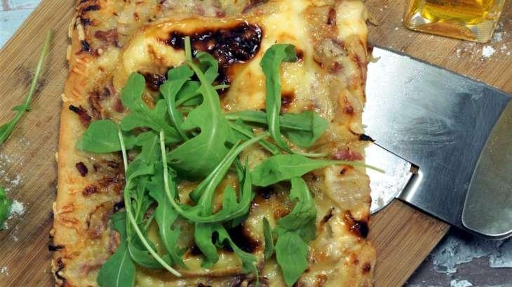 Pizza maison Curé Nantais poires lardons