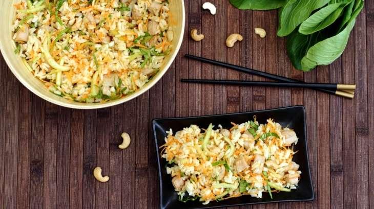 Salade de riz thaï au poulet, carotte, pak choï et noix de cajou