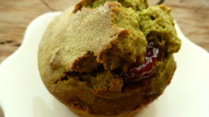 Muffins gourmands au thé matcha, coeur de fraises à l'amaretto