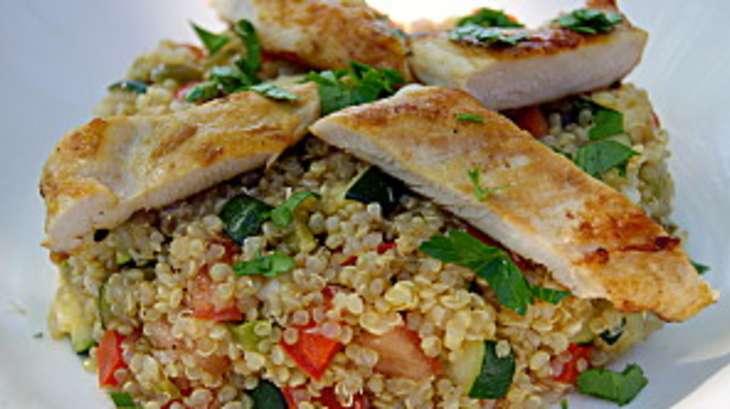Salade de quinoa au poulet et l gumes croquants recette for Cuisiner quinoa