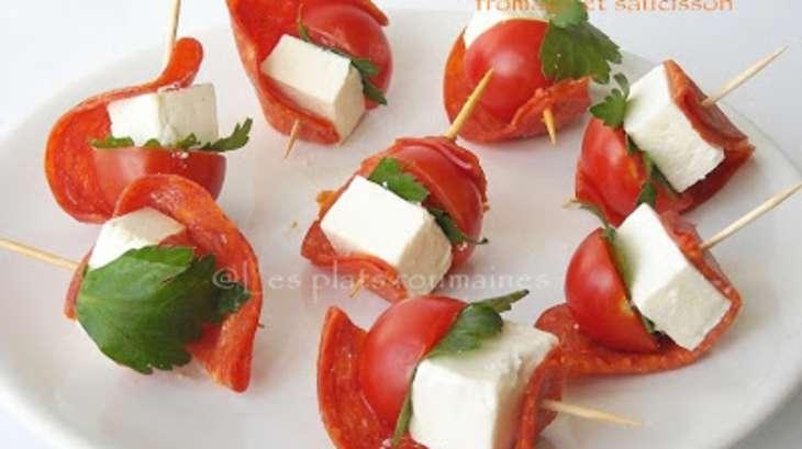 Brochettes de tomates cerises, fromage et saucisson