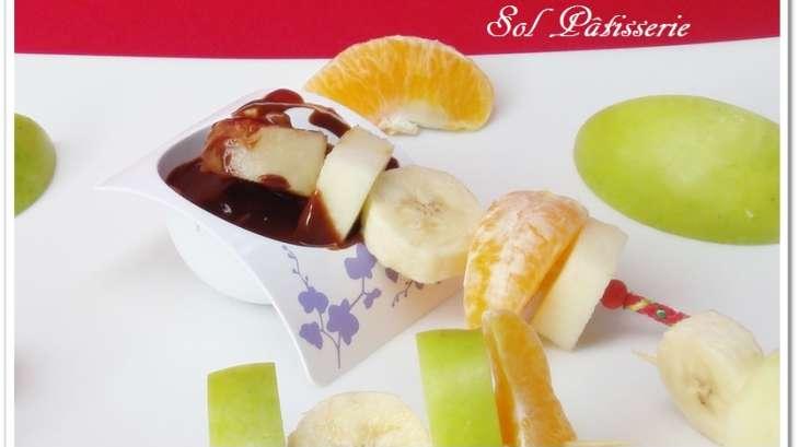 brochette de fruits et sauce au chocolat recette par sol p tisserie. Black Bedroom Furniture Sets. Home Design Ideas