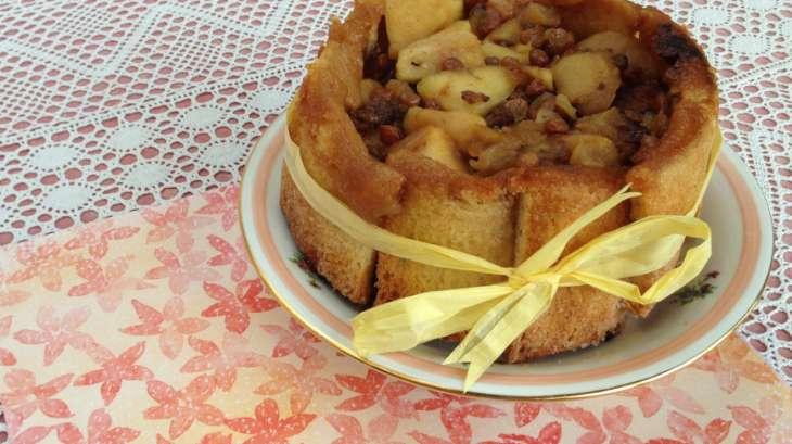 Charlotte aux pommes, raisins secs et cannelle