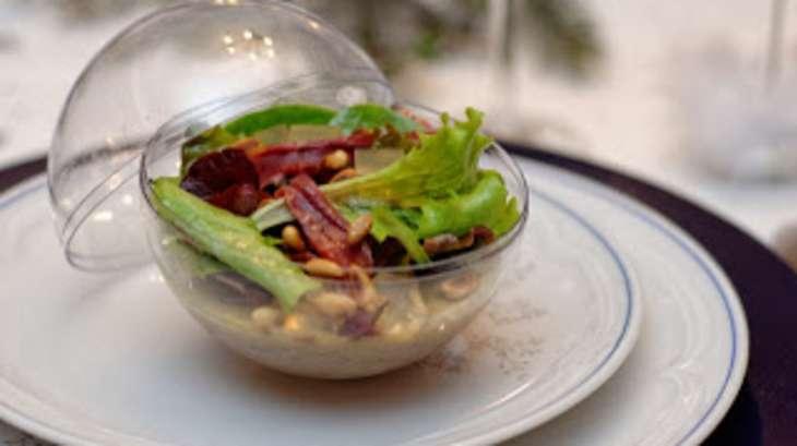 Panna cotta au foie gras, jeunes pousses, émincés de magret fumé