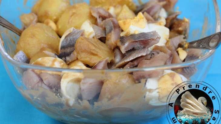 pommes de terre froides aux ufs et harengs fum s recette par a prendre sans faim. Black Bedroom Furniture Sets. Home Design Ideas