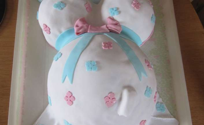 Gâteau femme enceinte pour un baby shower - mille et une saveurs dans ma cuisine