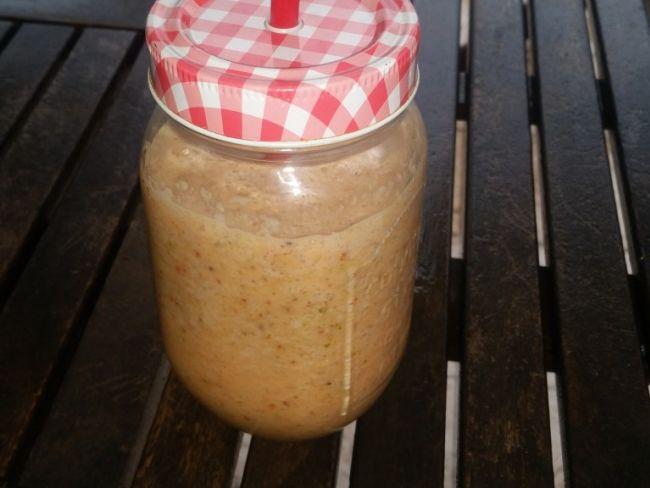 Smoothie aux baies de goji, pastèque et lait d'amande