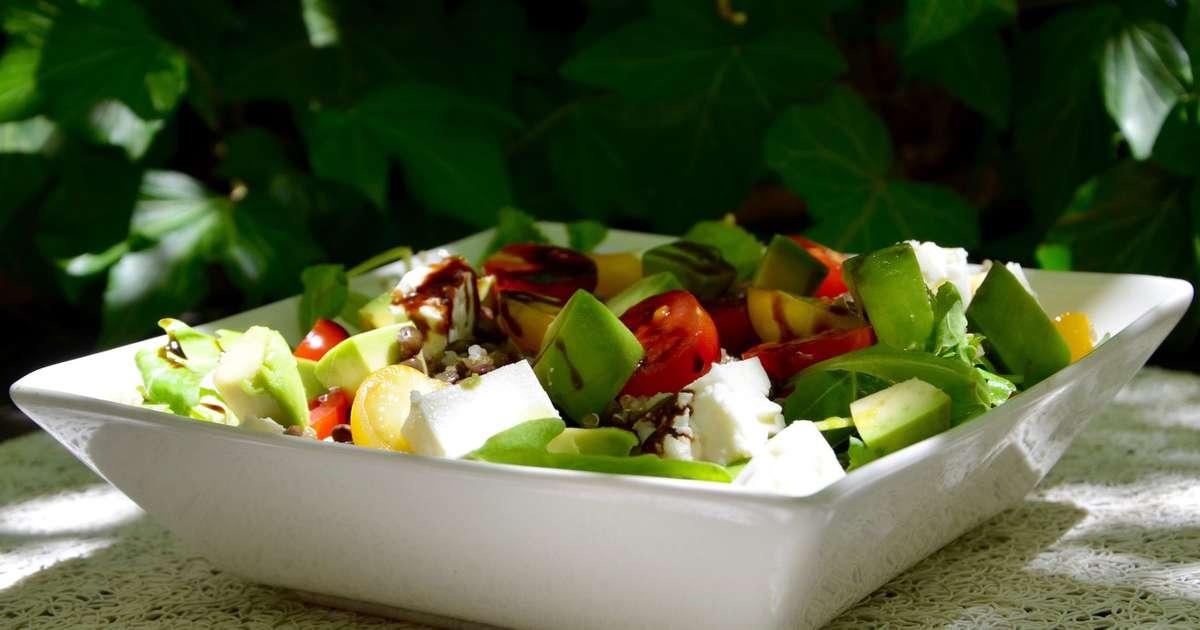 Salade compl te quinoa lentilles avocat recette par la - Cuisiner lentilles seches ...