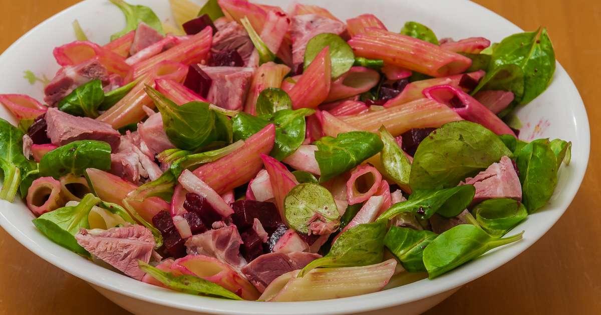 Salade de p tes betterave et jambonneau recette par - Cuisiner un jambonneau ...