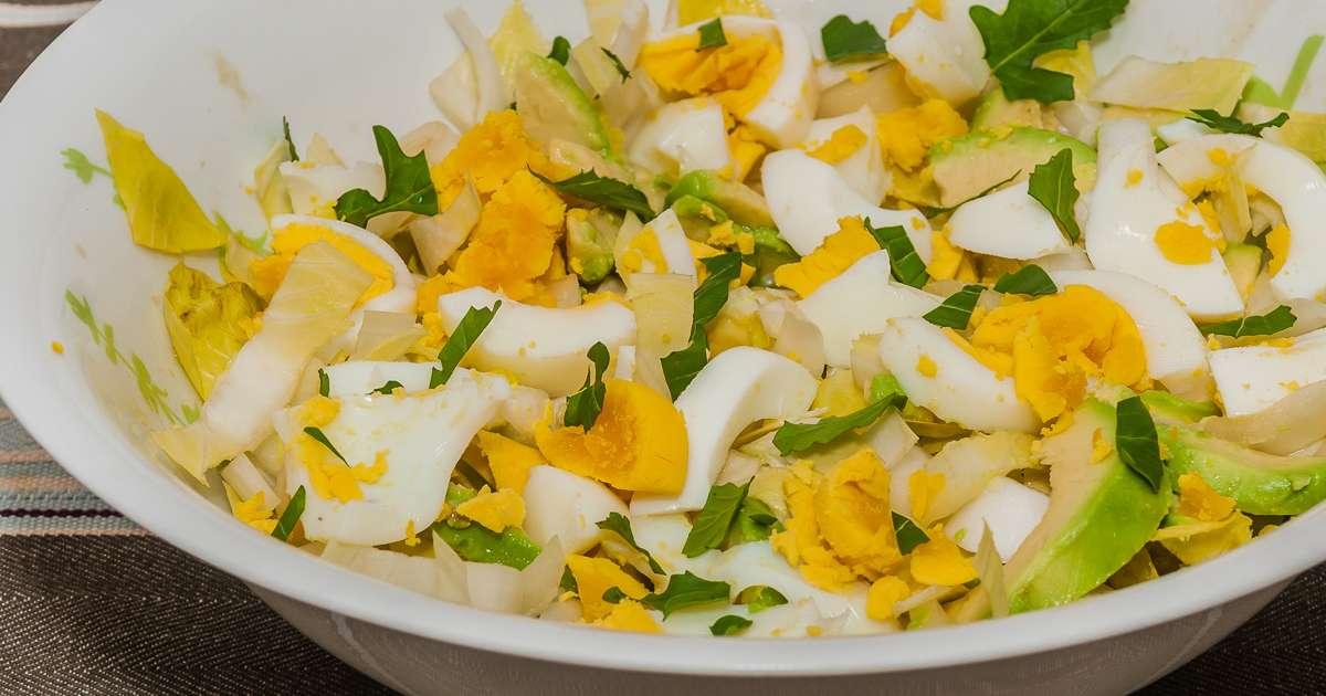Salade d 39 endive avocat et oeufs durs sauce yaourt recette par kilometre 0 - Recette avec oeuf dur ...