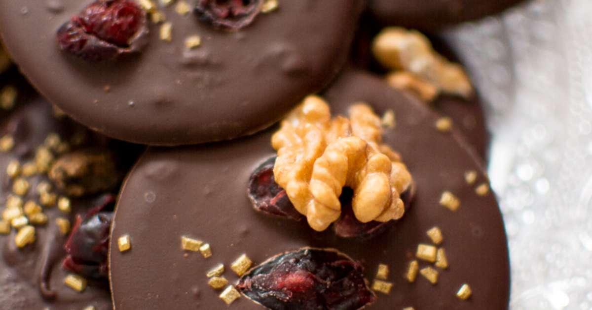 mendiants chocolat noir fruits secs et whisky recette par geekettecuisine. Black Bedroom Furniture Sets. Home Design Ideas